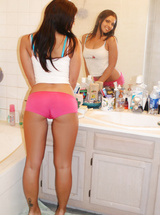19 years old amateur Cali Logan gets naked and wet