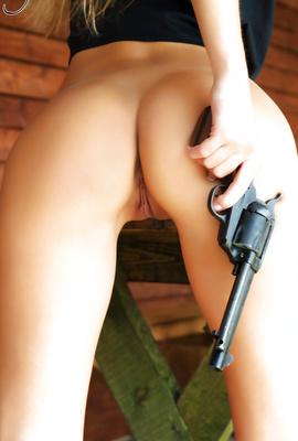 Nackt angela behr Gillian Anderson